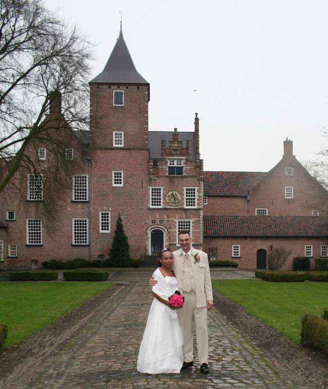 Dearest FILIPINOKISSES,<br><br>Greetings!!! Goeden middag! Good day!!<br><br>Were glad to tell you that we just got married this ''feb 14'' in Netherland!!!!!<br><br>We are John and Red Angel and we send...
